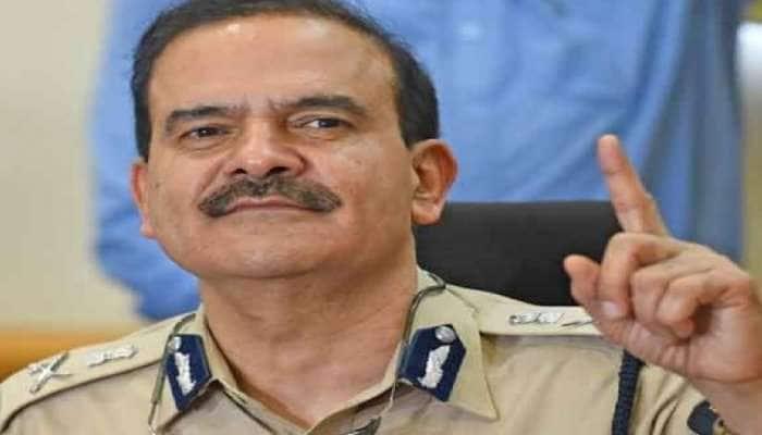 Antilia case ની તપાસ વચ્ચે ઉદ્ધવ સરકારનો મોટો નિર્ણય, મુંબઈ પોલીસ કમિશનરને હટાવ્યા