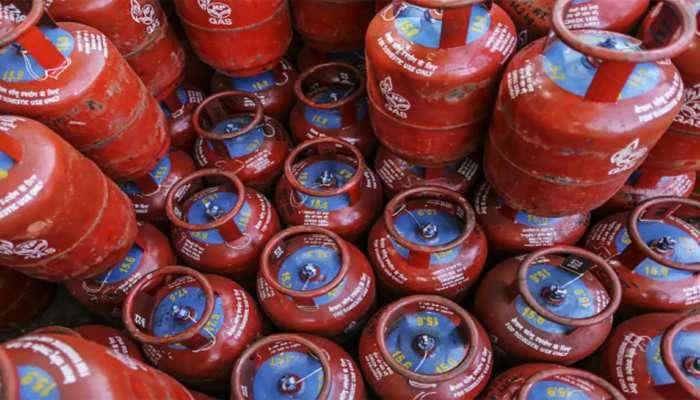 રાંધણ ગેસ પડશે 300 રૂપિયા સસ્તો, સબસિડીવાળા બેંક ખાતાથી લિંક કરાવી લો આધારકાર્ડ