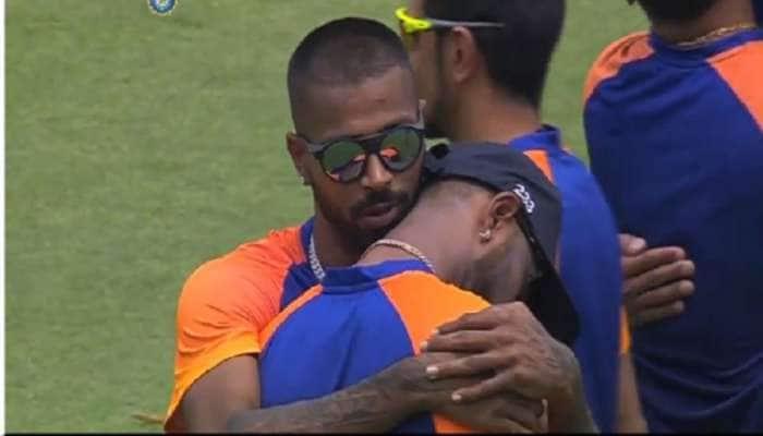 IND vs ENG : નાના ભાઈના હાથે વનડે કેપ હાસિલ કરી ભાવુક થયો ક્રુણાલ પંડ્યા, પિતાને કર્યા યાદ