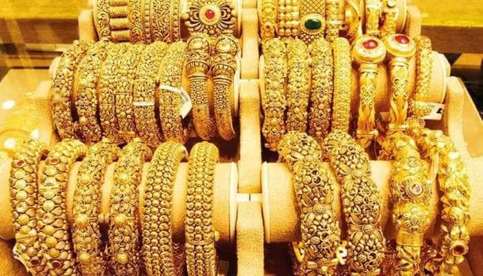 Gold Price: સોનાના ભાવમાં જોવા મળી રહ્યો છે ભારે ઘટાડો, વર્ષના સૌથી ઓછા ભાવે વેચાઈ રહ્યું છે સોનું