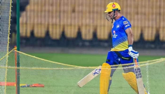 IPL 2021: નેટ્સ પર ધોનીએ એક હાથે ફટકારી સિક્સ,  Video થયો વાયરલ