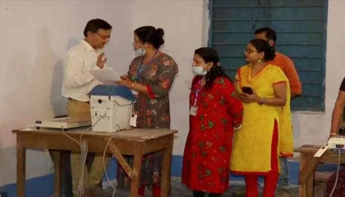 West Bengal Assembly Elections 2021: મતદાન દરમિયાન કૂચબિહારમાં હિંસા, ભાજપનો આરોપ- TMC ના લોકોએ કર્યું ફાયરિંગ