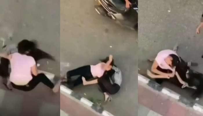 Viral Video: છોકરીઓ વચ્ચે આવી લડાઈ? હાય હાય....જાહેરમાં ભાન ભૂલી ભૂંડા હાલ કરી નાખ્યા એકબીજાના