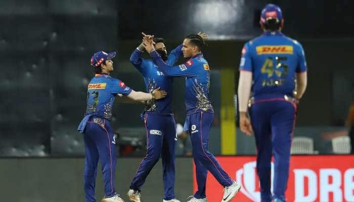 IPL 2021: બોલરોના શાનદાર પ્રદર્શનથી મુંબઈ 13 રને જીત્યું, હૈદરાબાદનો સતત ત્રીજો પરાજય