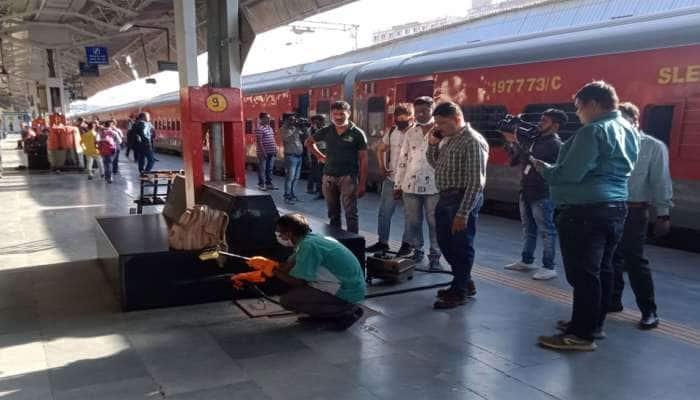 RTPCR ટેસ્ટ વગર આવેલા 3 શખ્સોની વડોદરા રેલવે સ્ટેશન પર અટકાયત કરાઈ