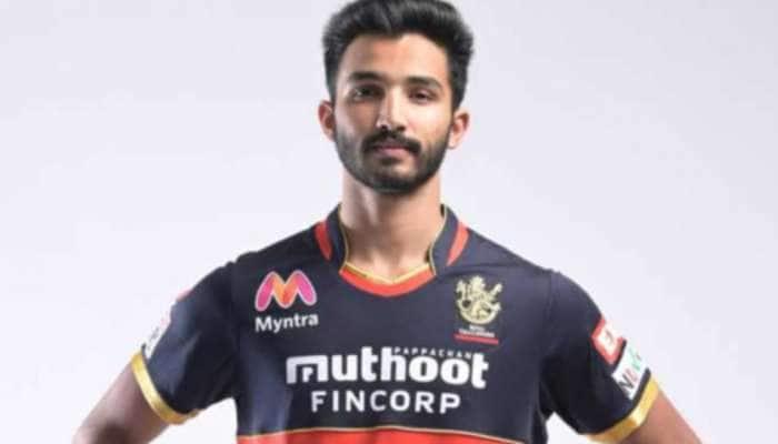 IPL 2021: 20 વર્ષની ઉંમરમાં સદી ફટકારી આ ખેલાડીએ રચ્યો ઇતિહાસ, આ સ્ટાર ખેલાડીને છોડ્યો પાછળ