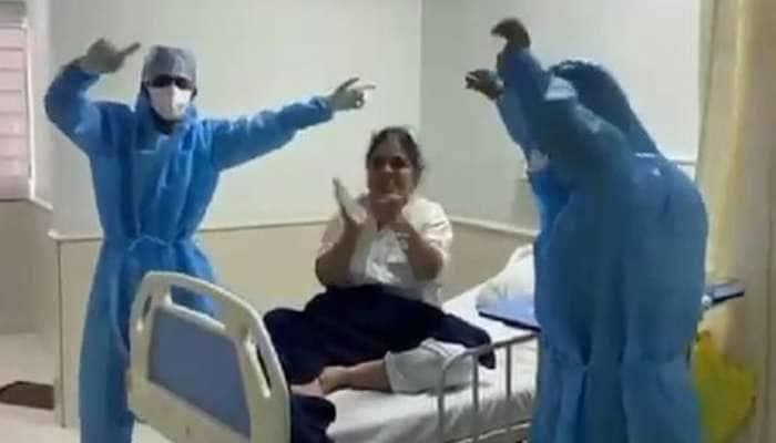 કોરોના દર્દીઓની માનસિકતા સુધારવા મેડિકલ સ્ટાફ મેદાને, ક્યાંક ગરબા તો ક્યાંય ડાયરાનું આયોજન