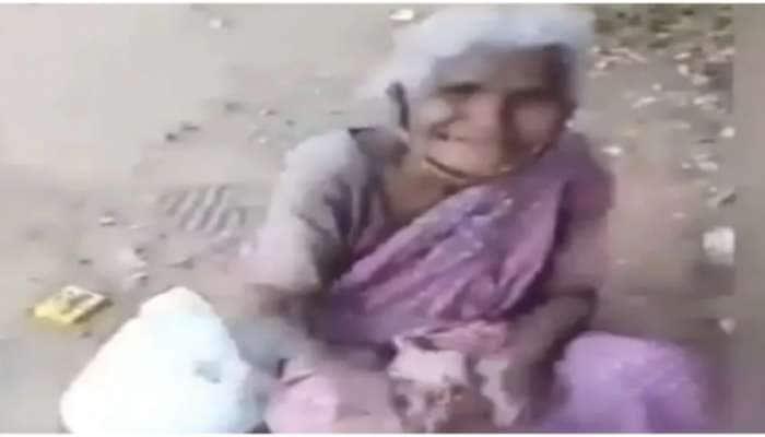 Emotional Video: રસ્તાની સાઈડમાં બેઠેલી મહિલાએ ખાવાનું મળવા પર આપ્યું આ રિએક્શન