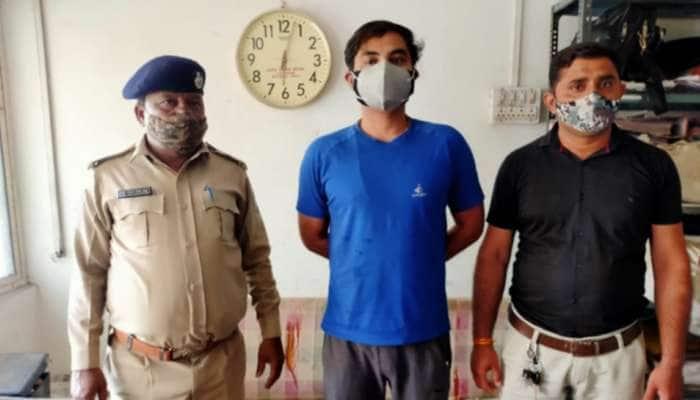 Ahmedabad: બે અલગ અલગ ફર્મ ખોલી સંખ્યાબંધ વકીલોને બનાવ્યા શિકાર, કૌભાંડીની પોલીસે કરી ધરપકડ