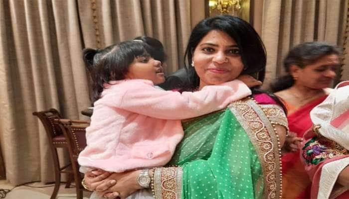 વડોદરાના કલેક્ટર હોવાની સાથે એક માતા પણ છે શાલિની અગ્રવાલ, 15 કલાકની ડ્યુટી પછીનો બધો સમય બાળકોને આપે છે
