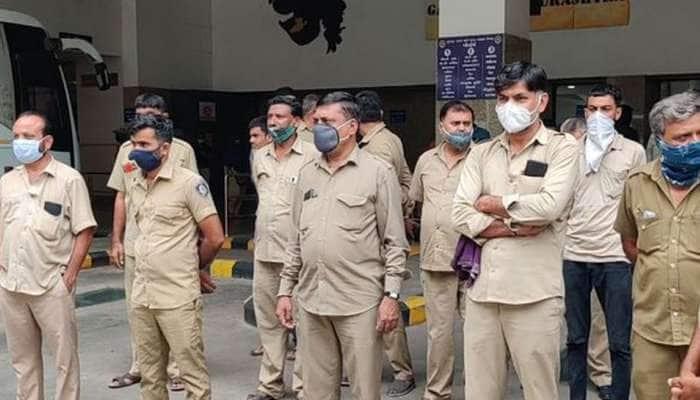 સૌરાષ્ટ્રમાં કોરોનામાં ST ના 18 કર્મચારીના મૃત્યુ, સરકારે વોરિયર જાહેર નહી કરતા મુંડન કરાવી વિરોધ