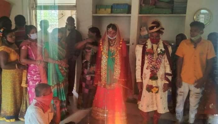 વાવાઝોડા વચ્ચે લગ્ન : પોલીસ અને વહીવટી તંત્રએ મળીને શેલ્ટર હોમમાં કપલની ઈચ્છા પૂરી કરી