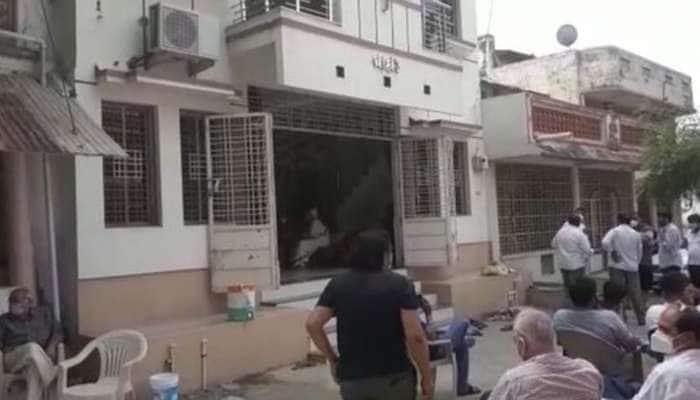 BHARUCH: તસ્કરો બંધ ઘરમાંથી 25 લાખની ચોરી કરી, માલિકને ખબર પડતા હાર્ટએટેકથી મોત