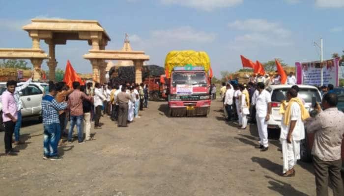 Bhavnagar: કુદરતના પ્રકોપે લોકો બેઘર, બાવળીયારીથી 100 ટ્રક રાહત સામગ્રી કરાઈ રવાના