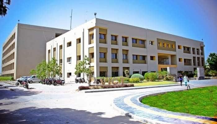 ગુજરાતની આ યુનિવર્સિટીએ કરી જાહેરાત: ડિપ્લોમા અને ડિગ્રીના અભ્યાસક્રમો રહેશે સંપૂર્ણ FREE SCHOLARSHIP
