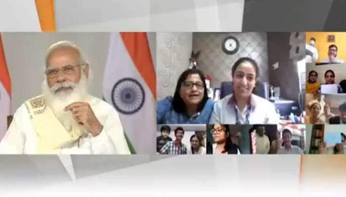 Video: PM નો વિદ્યાર્થીઓ સાથે સંવાદ, અચાનક એક માતાએ શાહરૂખ ખાનનું નામ લીધુ....હસી પડ્યા પ્રધાનમંત્રી મોદી