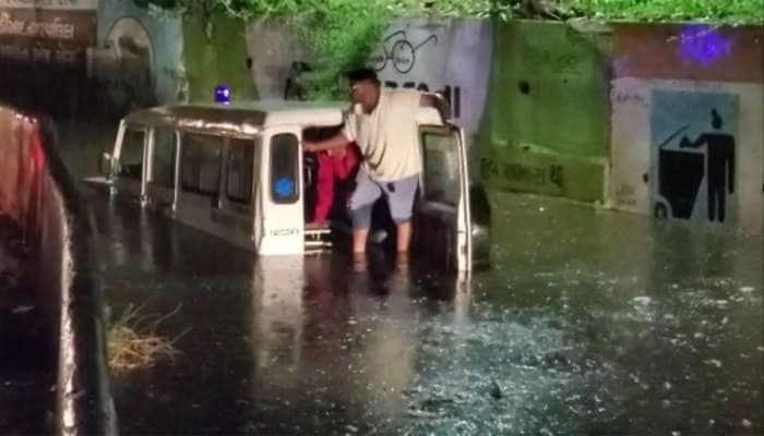 નડિયાદમાં વરસાદની ધમાકેદાર એન્ટ્રી : દર્દીને લેવા જતી એમ્બ્યુલન્સ અંડર બ્રિજમાં ભરાયેલા પાણીમાં ફસાઈ