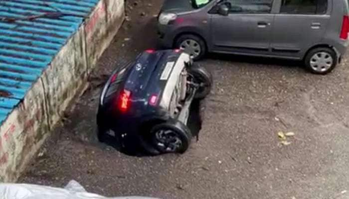 Mumbai: જે Video જોઈને લોકોના હાજા ગગડી ગયા, તે અકસ્માતનું કારણ હવે સામે આવ્યું, 12 કલાકે કાર ખાડામાંથી બહાર આવી