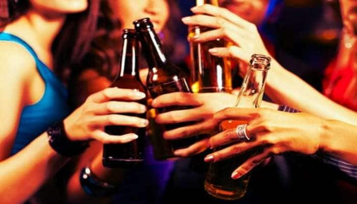 હવે છુપાઈ છુપાઈને નથી પીવો દારૂ, ગુજરાતમાં દારૂની પરમિટ માંગનારાઓની સંખ્યા વધી
