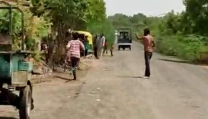 Video Viral: દારૂ પીને ગામની મહિલાઓને માર માર્યો, ગ્રામજનોએ ધોલાઈ કરતા એકનું મોત