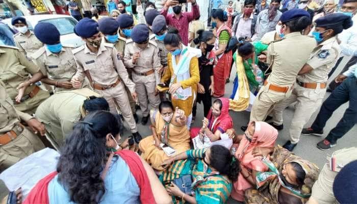 Nadiad માં મોંધાવરી મુદ્દે મહિલાઓનો દેખાવો, પોલીસે કરી અટકાયત