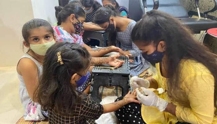 Gauri Vrat Offer : ગૌરીવ્રત નિમિત્તે કુંવારીકાઓને Free Haircut અને Mehndi મૂકી આપશે આ મહિલા