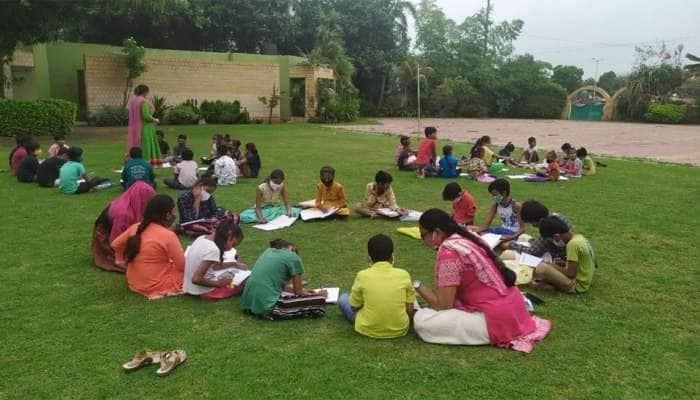 Ahmedabad : મોબાઈલ ન ધરાવતા સરકારી શાળાના બાળકો માટે શિક્ષકોની અનોખી પહેલ