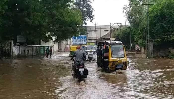 ગુજરાતમાં મેઘરાજાની ધમાકેદાર બેટિંગ : 24 કલાકમાં 111 તાલુકામાં મેહુલિયો મન મૂકીને વરસ્યો