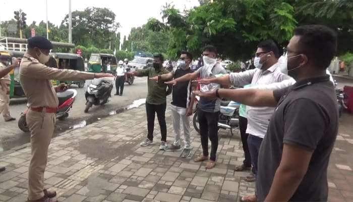 Surat Police દ્વારા શરૂ કરાઇ અનોખી ઝુંબેશ, ભણાવી રહી છે ગાંધીગીરીના પાઠ