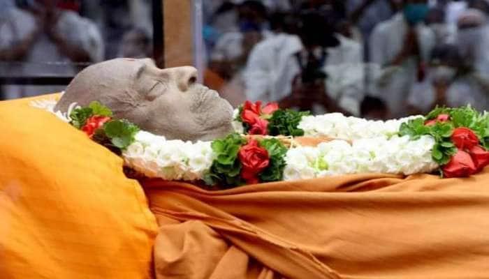 હરિપ્રસાદ સ્વામીના દેહને પાંચ દિવસ સાચવવા કરાઈ ખાસ રસાયણિક પ્રક્રિયા, સુરતની સંસ્થાનો છે મોટો ફાળો