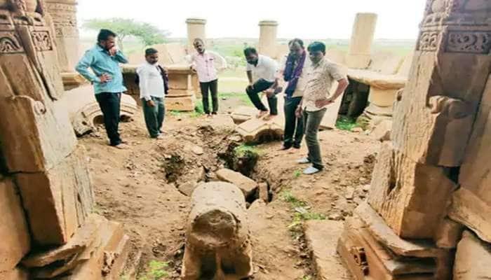 સુરેન્દ્રનગર : ગુપ્ત ઘનની લાલચમાં ખોદીને વેરવિખેર કરી નાંખ્યુ આખું શિવ મંદિર