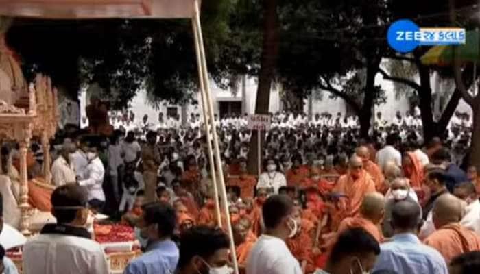 હરિપ્રસાદ સ્વામીજીની અંતિમ વિદાય, CM રૂપાણીએ કર્યા અંતિમ દર્શન