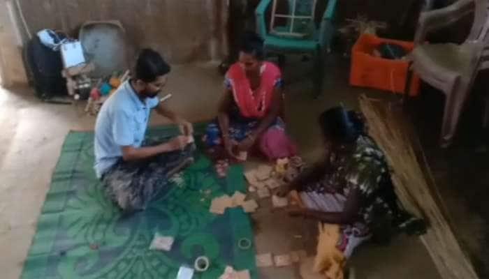 ડાંગના આદિવાસીઓએ બનાવેલી વાંસની રાખડી આખા દેશમાં વેચાશે, ક્યાંય નહિ મળે તેવી યુનિક રાખી બનાવી