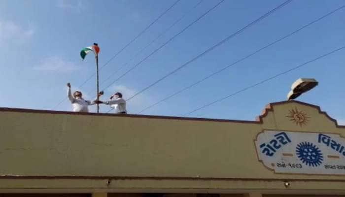 ગુજરાતના આ શહેરમાં સ્મશાનમાં ફરકાવાયો ત્રિરંગો