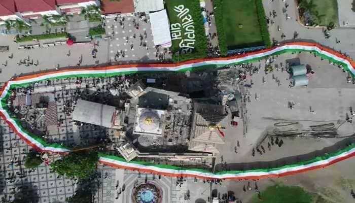 મધદરિયે ત્રિરંગો લહેરાયો, સાળંગપુર મંદિરમાં 1551 ફૂટનો ધ્વજ... તસવીરોમાં જુઓ સ્વતંત્રતા દિનની ઉજવણી