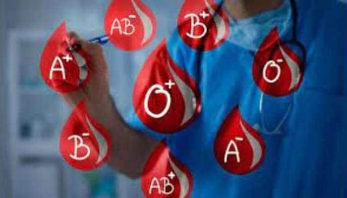 લોહીનો રંગ લાલ જ હોય છે છતાંય કેમ અલગ અલગ હોય છે Blood Group? જાણો કેવી રીતે નક્કી થાય છે બ્લડ ગ્રુપ
