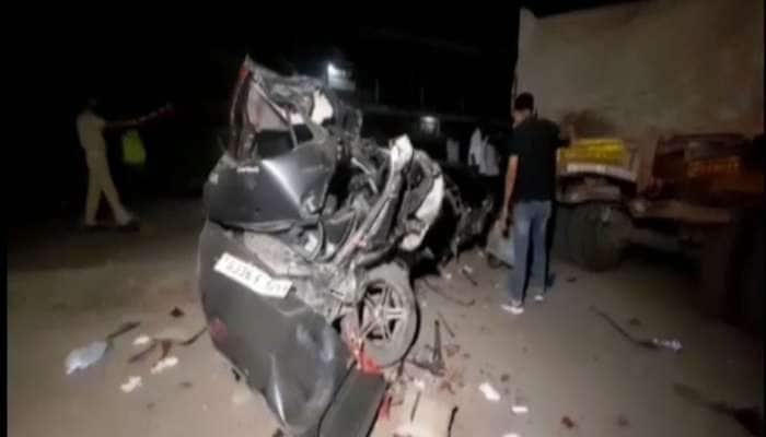 મોરબીમાં સ્વીફ્ટ કાર અકસ્માતની દર્દનાક તસવીરો, 5 યુવકોની બોડી કારમાં જ ચગદાઈ ગઈ હતી