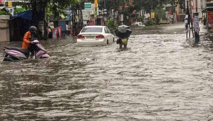 kerala ભારે વરસાદના લીધે નદીઓ હાઇ લેવલ પર, અલગ-અલગ જિલ્લામાં ઓરેન્જ અને યલો એલર્ટ જાહેર