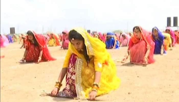 વર્લ્ડ રેકોર્ડ Photos : 2000 રાજપૂત દીકરીઓએ એકસાથે કર્યા તલવાર રાસ