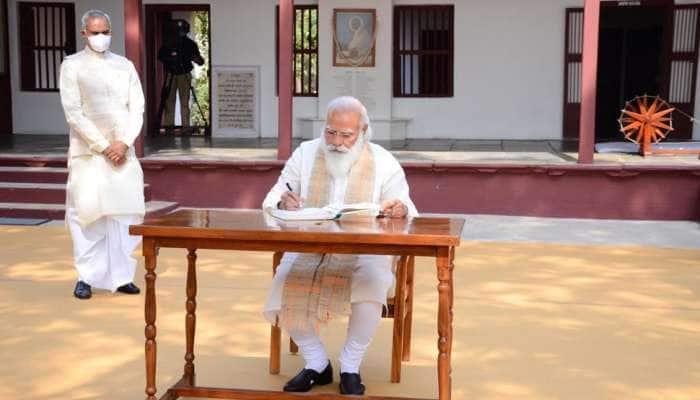 PHOTOS: PM Modi એ સાબરમતી આશ્રમની લીધી મુલાકાત, વિઝિટર્સ બૂકમાં લખ્યો આ ખાસ સંદેશ